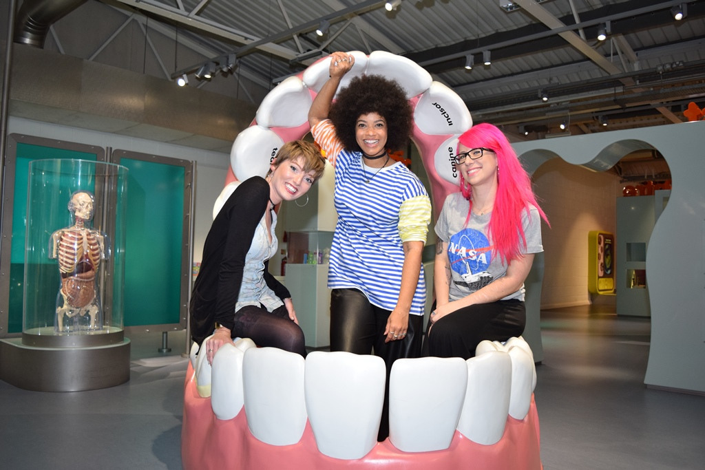 SET teeth