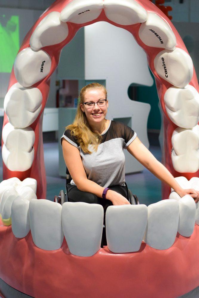 Hannah in the teeth